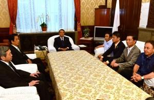 衆院大島議長に国会延長を中止するよう申し入れる野党5党の書記局長・幹事長。
